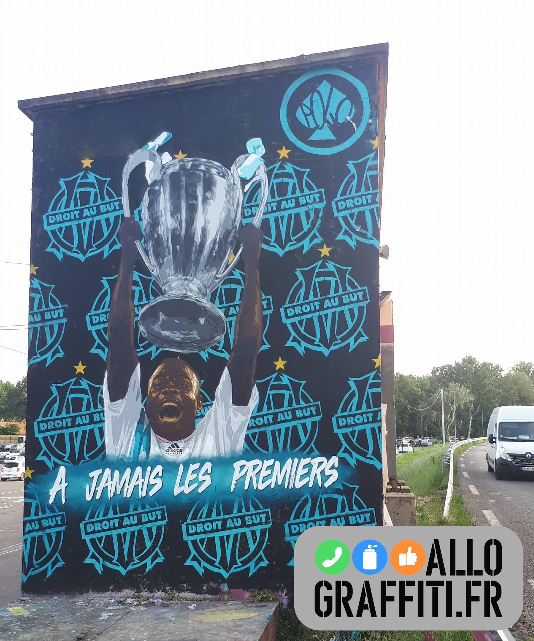 Deco exterieure facade om basile boli football